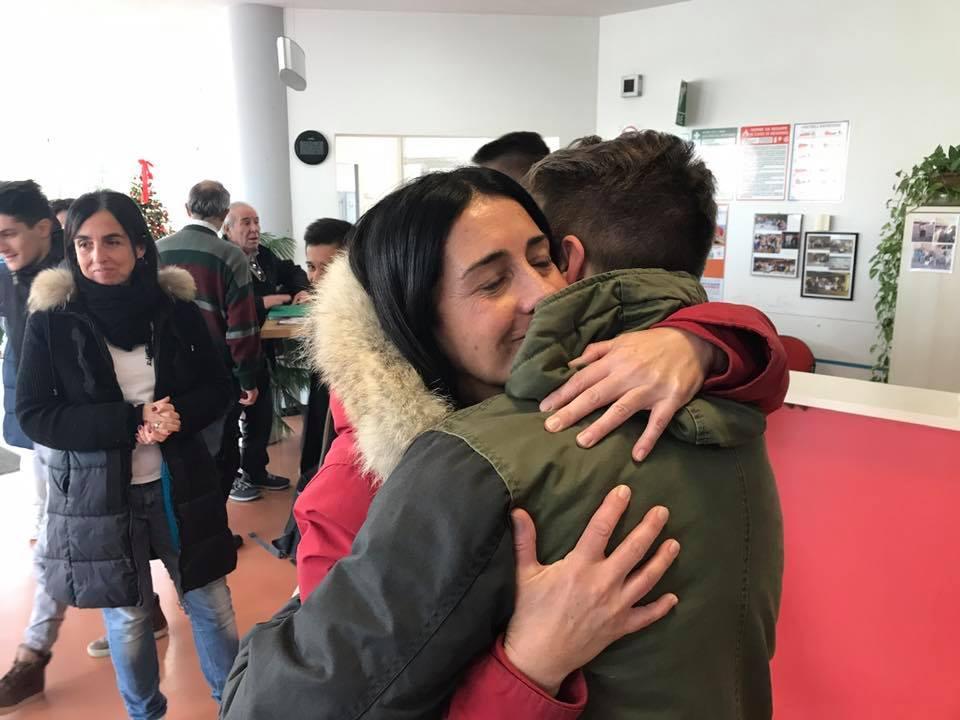 C è poi il loro abbraccio. Lungo 435463b2d61